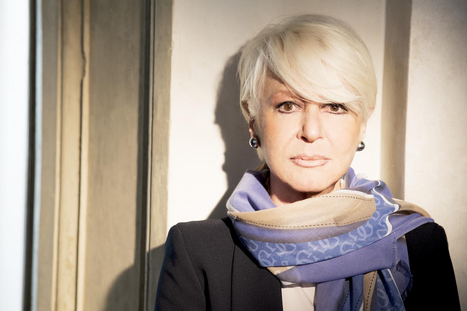 Loretta Goggi - Tutto sull'artista - Biografia - Carriera - Vita privata ...