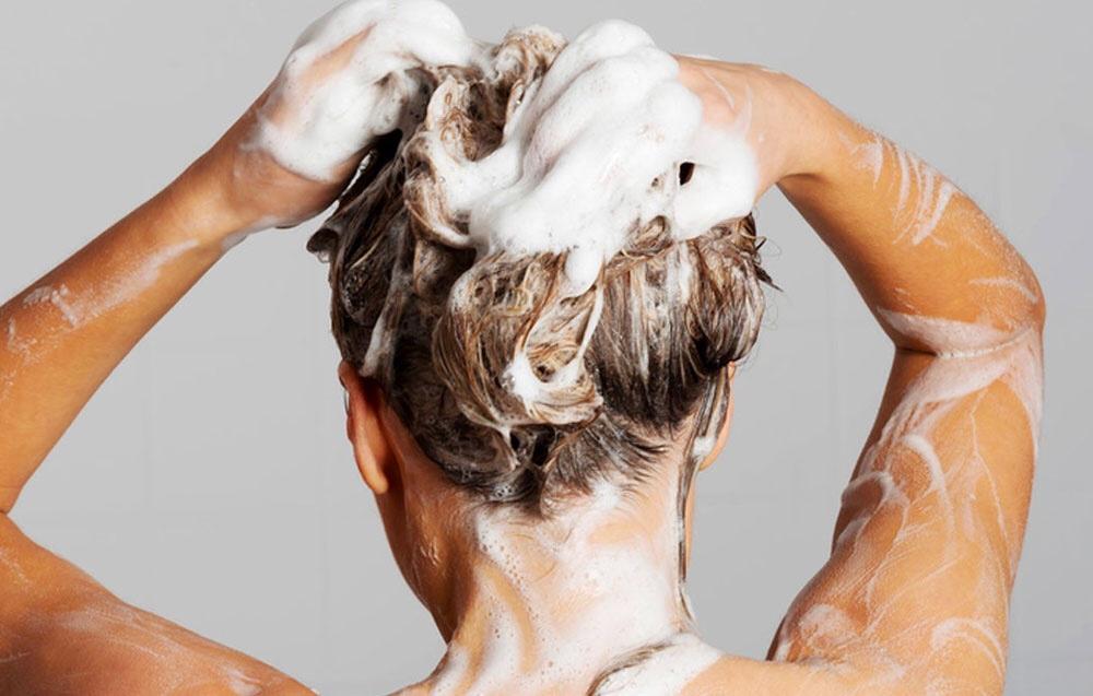 Siete sicuri di lavare i capelli nel modo giusto? Ecco il ...