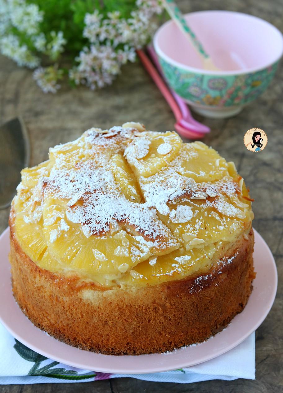 Ricetta Torta all'ananas con scaglie di mandorle: ecco un dolce delizioso e profumato